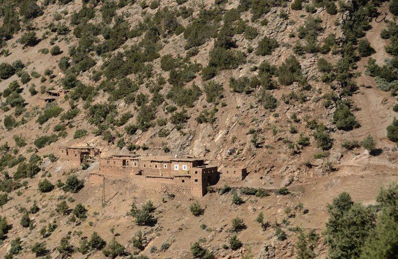 poblacio amurallada vista des de la carrtera a Sgatt
