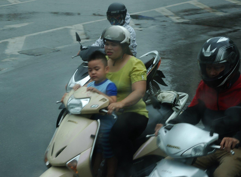Familia al complert - Hanoi