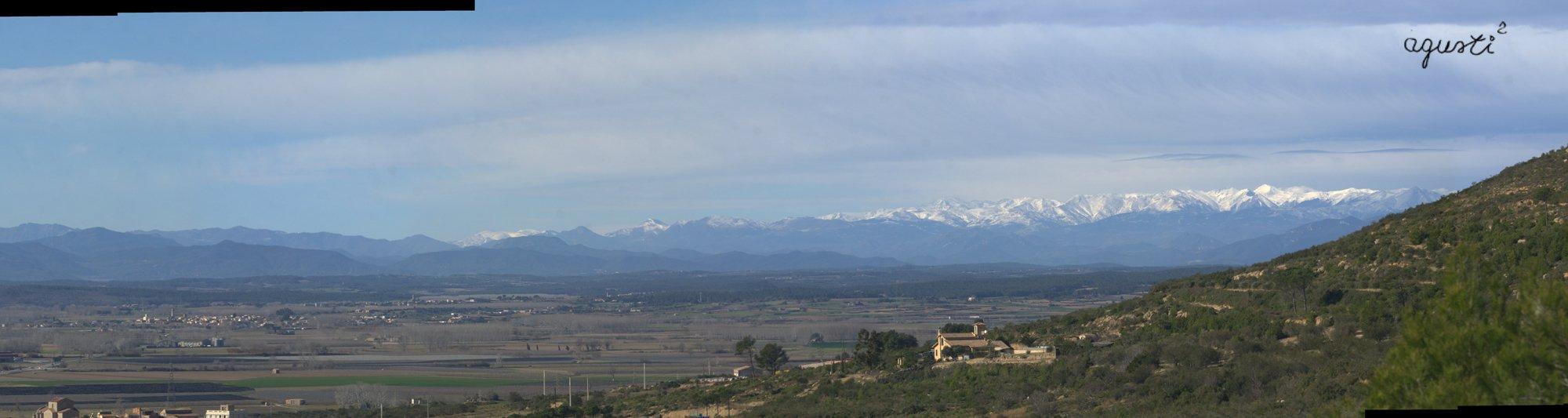 Panoramica El Pla, al fons el Canigo des de Castell Montgrí